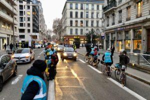 Opération Protège-ta-piste : La Ville à Vélo appelle à une chaîne humaine pour protéger les aménagements cyclables